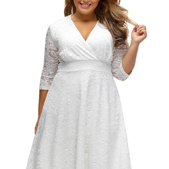 Dresses & Skirts - Women's Plus Size Lace V-Neck High-Waisted Dress